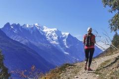 Le sentier se poursuit face au Mont Blanc (21 septembre 2019)