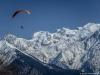 Parapentiste devant le Mont Blanc (8 avril 2015)