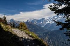 Petit sentier face à la Chaine du Mont Blanc (28 septembre 2017)