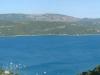 Lac de Sainte-Croix dominé par la Mourre de Charnier (5 juillet 2005)