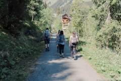 Le sentier suit la Vièze de Morgins (21 mai 2020)