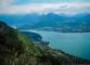 Vue sur le Lac d'Annecy et le Roc des Boeufs