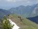 Randonneurs à la descente sur fond de Mont Billiat