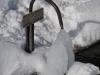 L'abreuvoir du Replan dont le bord est sous le niveau de la neige (22 février 2009)