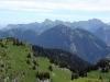 Vue depuis le sommet sur la Dent d'Oche et les Cornettes de Bise