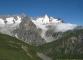 Vue sur le glacier du Triolet et du Pré de Bar, séparés par les Monts Rouges de Triolet