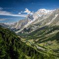 Vue sur le Val Ferret depuis le chemin menant au Refuge Bonatti