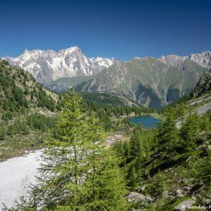 Vue sur le Lac d'Arpy en montant au Lago di Pietra Rossa