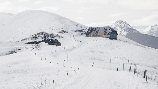 Le Col de l'Arpettaz : un havre de paix l'hiver dans les Aravis