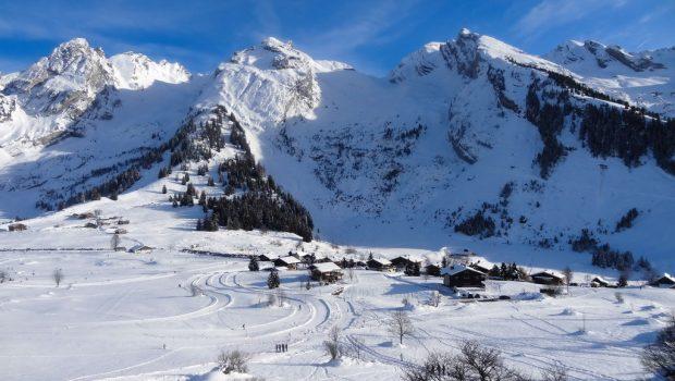 Les-Confins-devant-la-Roche-Perfia-le-Mont-Rachais-et-la-Roualle-31-décembre-2013