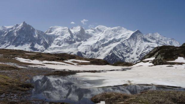 Vue sur le Mont Blanc et les Aiguilles de Chamonix depuis la Plaine de Carlaveyron