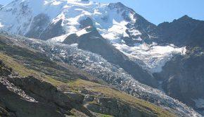 Glacier de Bionnassay vu depuis le chemin menant au Nid d'Aigle
