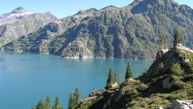 Lac d'Emosson et Bel Oiseau vus depuis le chemin menant au Cheval Blanc