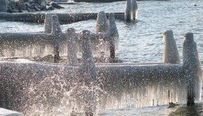 Bords du Lac Léman sous la glace