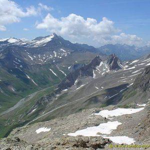 Panorama sur le chemin menant au Bivouac du Petit Mont Blanc